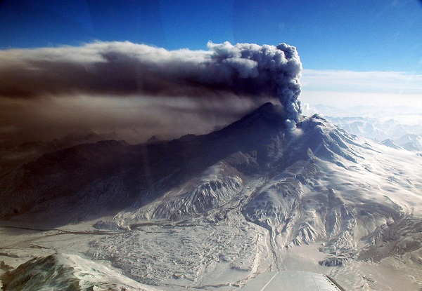 Ash and steam eruption on Redoubt volcano, Heather Bleick AVO-USGS